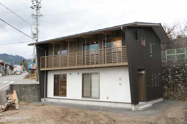 コンパクトに家族5人で住まわれる家